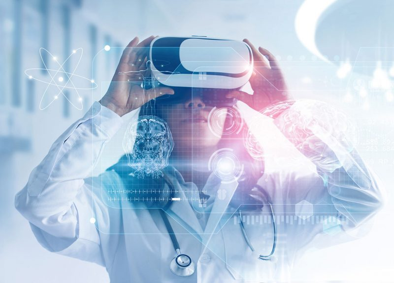 Healthcare Innovation Online Graduate Certificate of Doctor using Virtual Reality Goggles